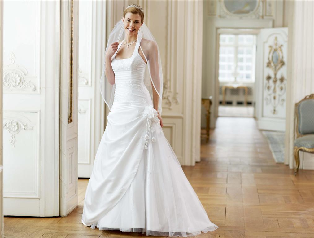 brudekjole med halterneck