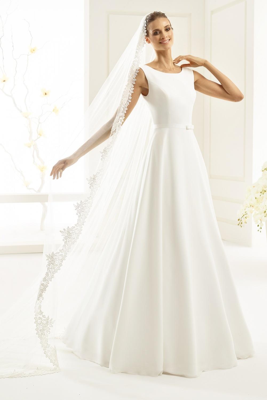 05c698a0 Imperia også i plus size brudekjole